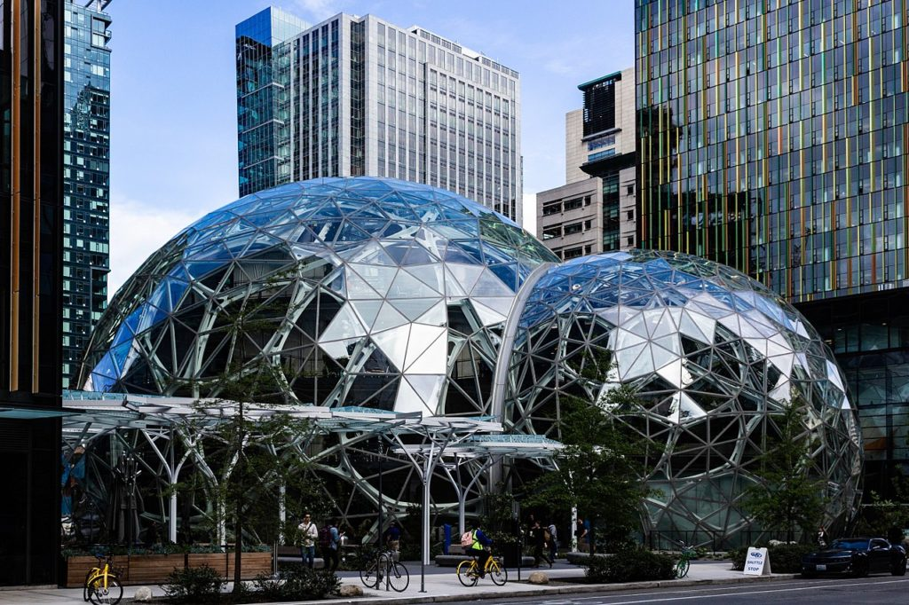 Photo of the exterior of Amazon Spheres captured on May 10, 2018 Author: Biodin https://creativecommons.org/licenses/by-sa/4.0/deed.en